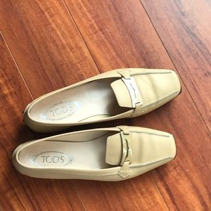Tod's Brand new cream leather loafers